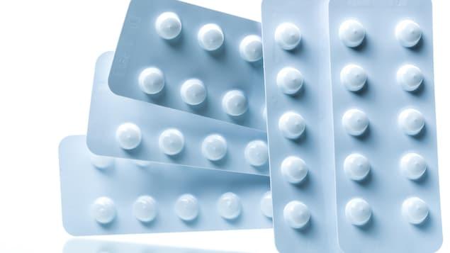 Des comprimés de colchicine, utilisés dans le traitement de la goutte.