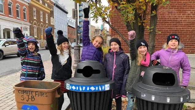 Une dizaine de filles de l'école St-Jean-Baptiste ont démontré au cours des dernières semaines tout leur soutien à la cause environnementale.