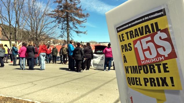 Des manifestants réclament un salaire minimum à 15 dollars l'heure