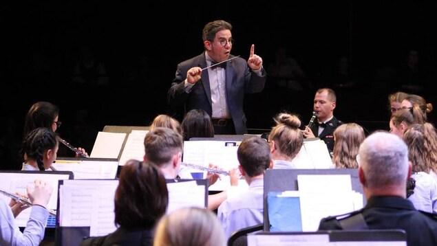 Le chef François Dorion en concert avec ses étudiants
