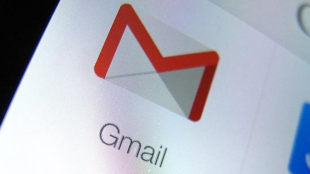 Un gros plan d'un écran d'ordinateur montrant le logo de Gmail.