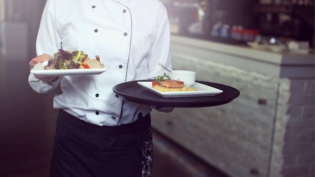 Un serveur dans un restaurant