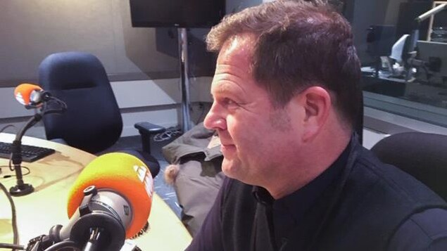 Christophe de Carbonnières dans le studio de l'Heure de pointe Toronto