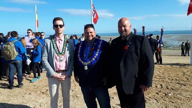 Adam Lordon, maire de Miramichi, Paolo Fongémie, maire de Bathurst et Charles Doucet, maire de Nigadoo en Normandie.