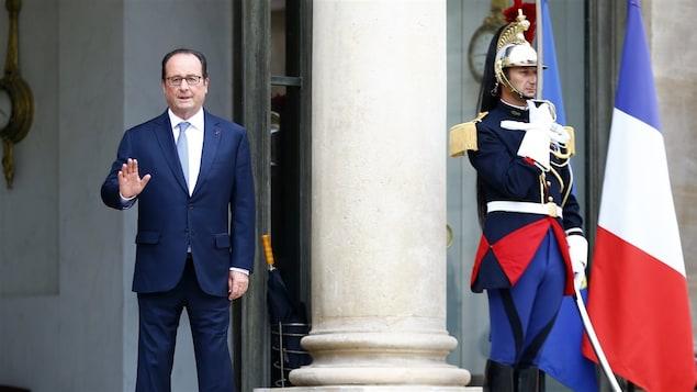 François Hollande à l'Élysée, après avoir reçu la chancelière allemande Angela Merkel.