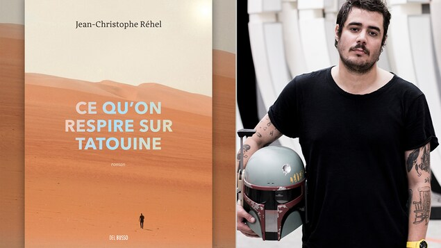 Il tient un casque de Star Wars