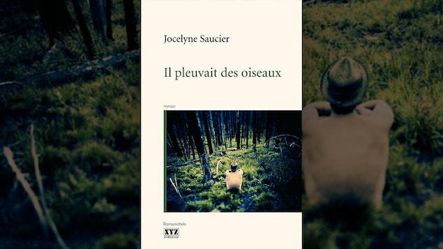La photo d'une forêt.