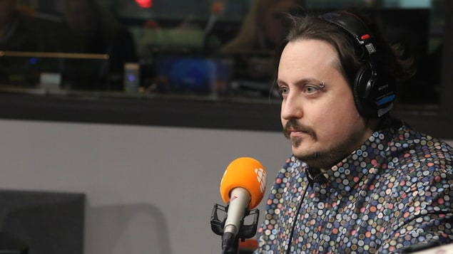Jonathan Bonneau en entrevue au miro de Radio-Canada