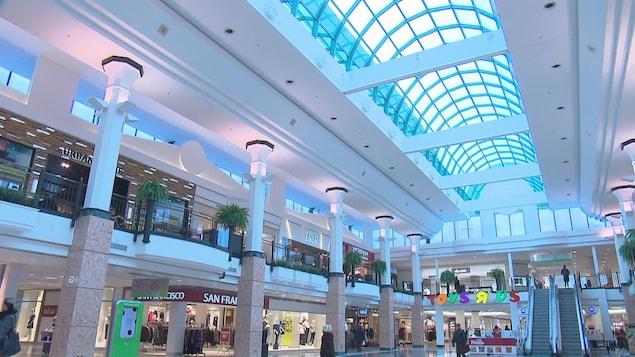 Hall central du centre commercial Laurier Québec