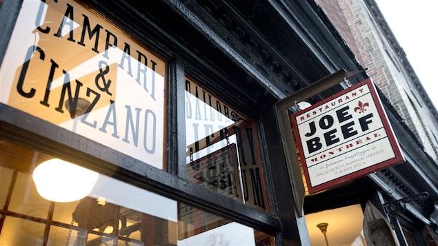 L'affiche extérieure du restaurant Joe Beef.