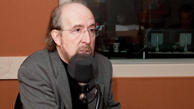 Gérald Larose en studio.