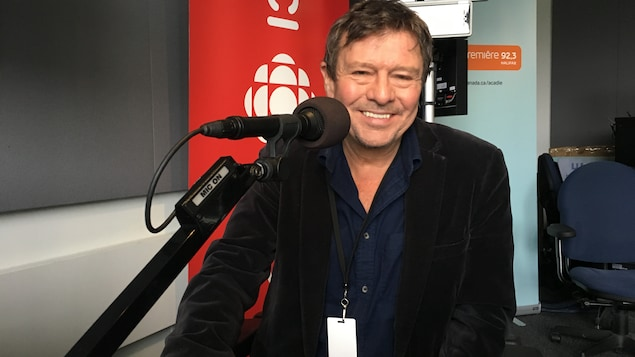 Lennie Gallant est originaire de North Rustico à l'Île-du-Prince-Édouard, et habite Halifax en Nouvelle-Écosse.