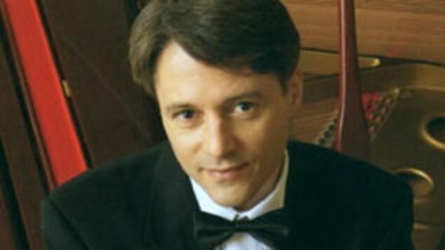 Roger Lord est surnommé en Chine le prince canadien du piano. Il a joué dans ce pays une trentaine de fois.