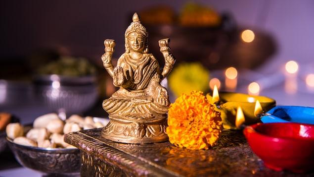 Une statuette de Bouddha