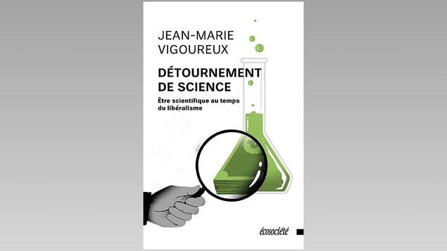 La couverture d'un livre affichant un erlenmeyer contenant un liquide vert et une loupe montrant qu'une portion de l'erlenmeyer est constituée de billets de banque.