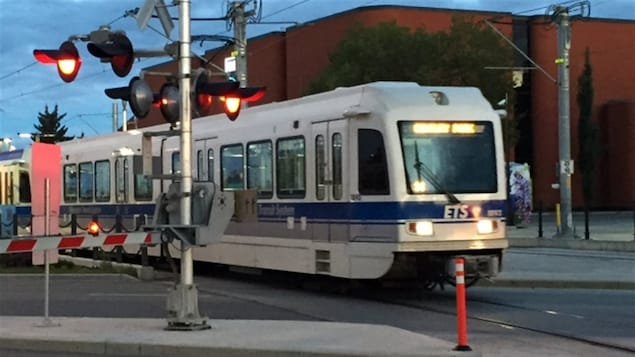 Le train léger à Edmonton.
