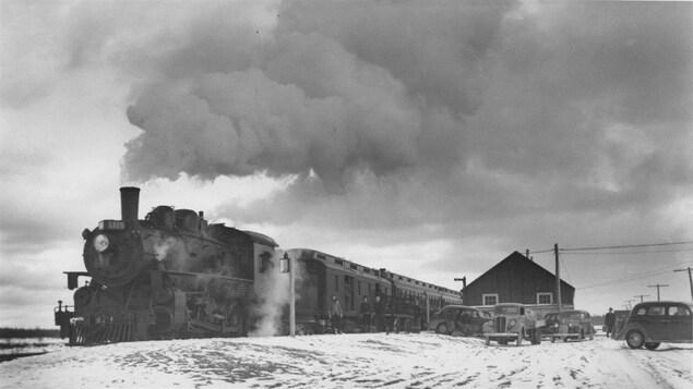 Un train passant en Abitibi