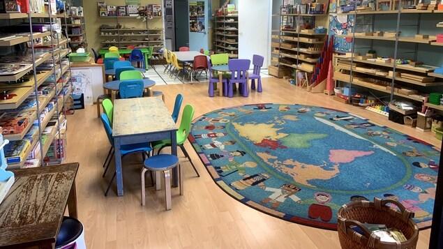 Une salle de classes pour les enfants d'âge préscolaire dans une garderie.