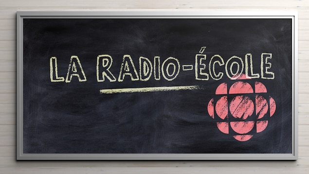 Illustration d'un tableau noir avec la molécule Radio-Canada dessinée à la craie.