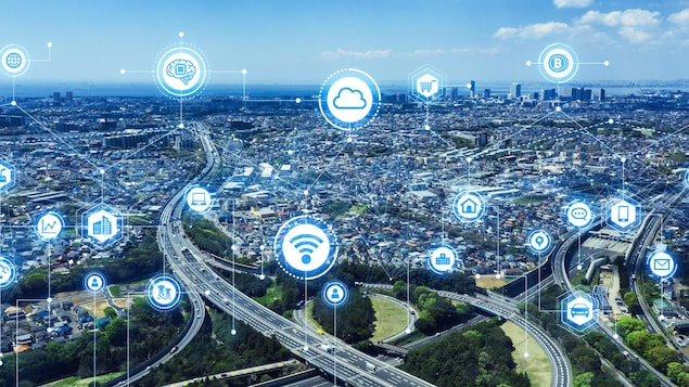 Un concept de réseau de communication et de transport d'une ville intelligente.