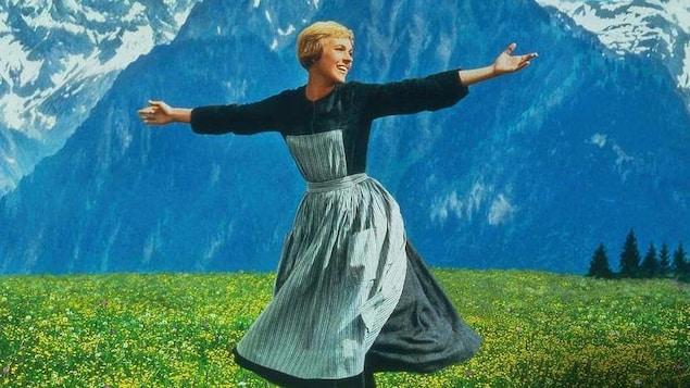 Une scène du film où l'on voit Julie Andrews.