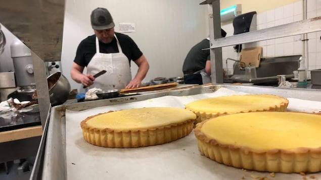 Un pâtissier à l'oeuvre