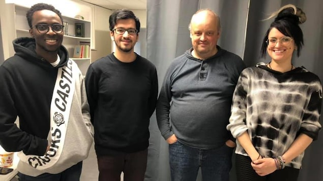 Quatre participants du café-rencontre