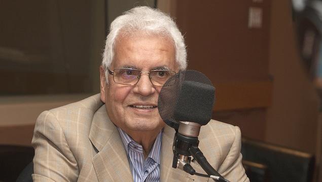 Alfonso Gagliano répond aux questions de Stéphan Bureau aus studio 18 de Radio-Canada, à Montréal, le 20 août 2018.
