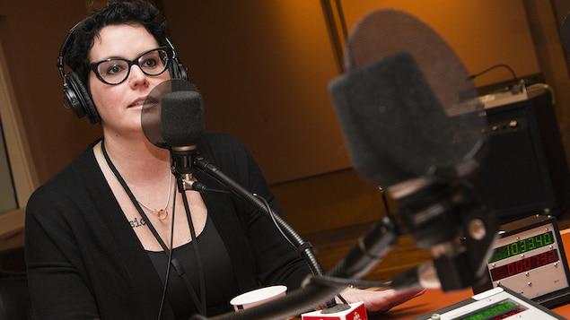 Anne-Marie Beaudoin-Bégin au micro de Catherine Perrin