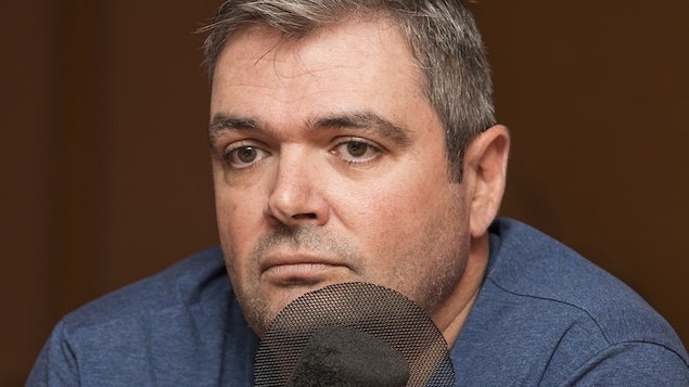 Stéphane Auger au micro de Catherine Perrin.
