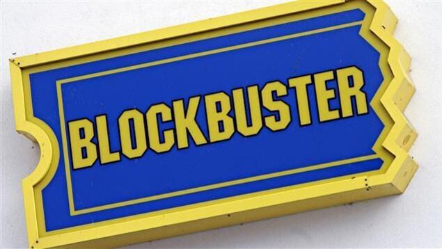 Enseigne d'un club de location vidéo Blockbuster.
