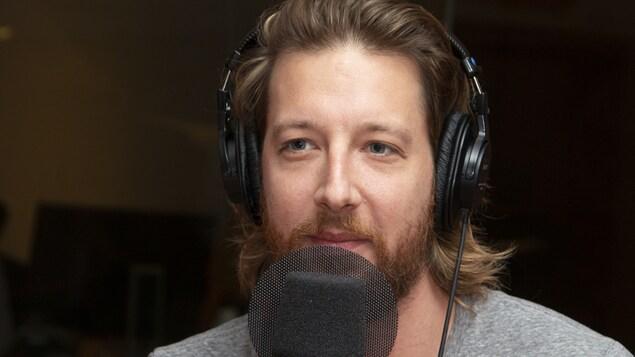Emmanuel Schwartz au studio 18 de Radio-Canada, à Montréal, le 3 septembre 2018.