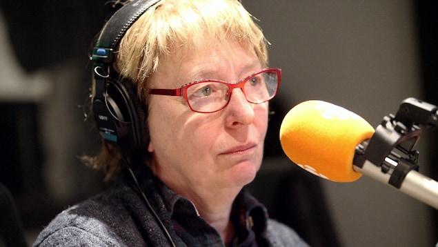 Marie-Ginette Guay au micro de Marie Grégoire