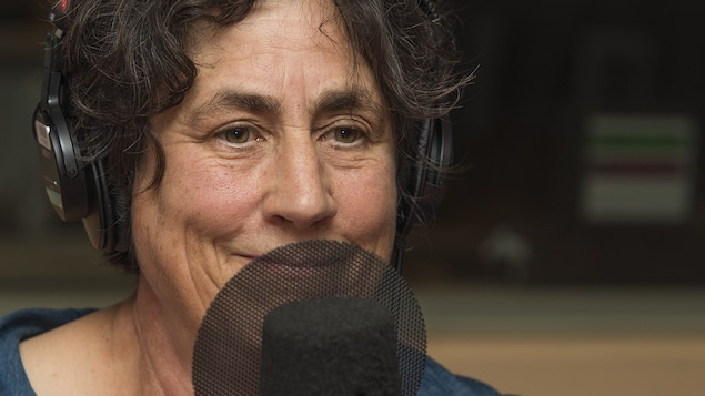 Chantal Hébert au micro de Stéphan Bureau.