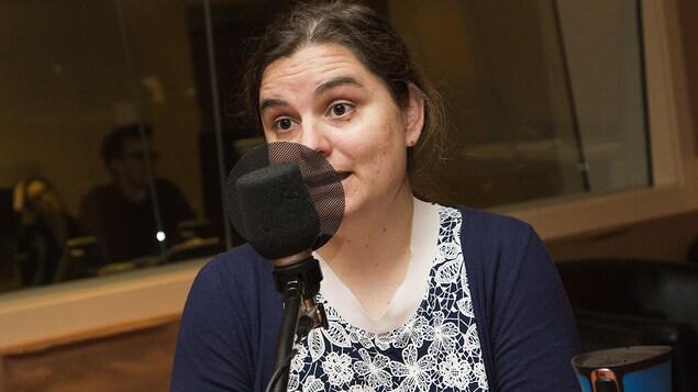 Louise Hénault-Éthier au micro de Catherine Perrin