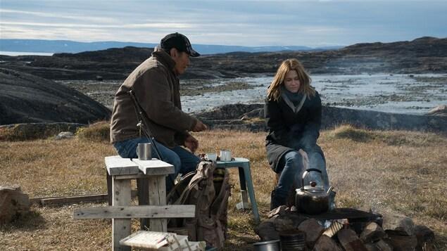Natar Ungalaq et Marie-Josée Croze dans <i>Iqaluit</i>, de Benoît Pilon