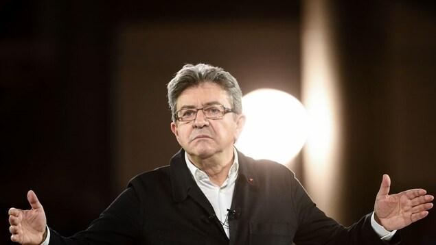 Jean-Luc Mélenchon lors d'un discours à Lille, le 12 avril