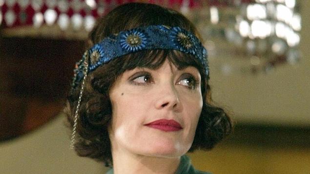 Marie Trintignant en costume d'époque lors d'un tournage en 2003