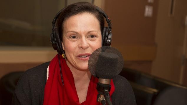 Maude Guérin répond aux questions de Catherine Perrin au studio 18 de Radio-Canada, à Montréal, le 19 mars 2018.