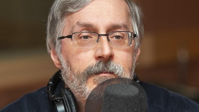 Charles Montpetit au micro de Catherine Perrin.