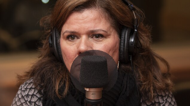 Marina Orsini au micro de Catherine Perrin.