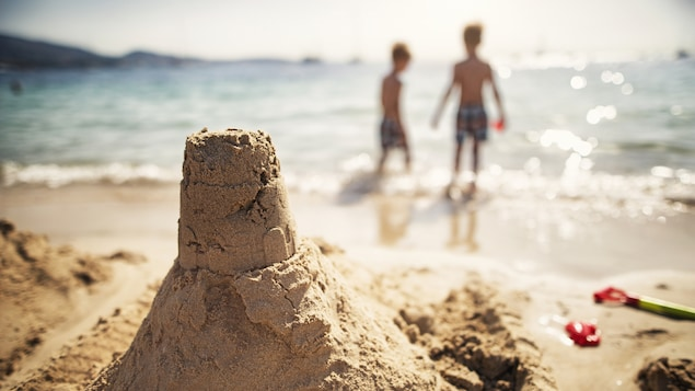 Les vacances sont synonymes de plage et de soleil pour de nombreux Québécois.