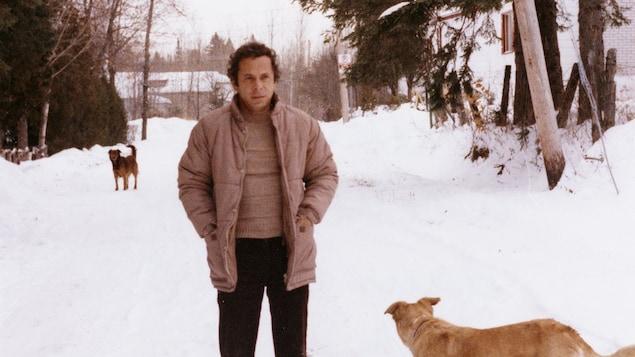 Réjean Ducharme promène ses chiens.