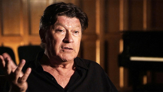 Robbie Robertson dans le documentaire  Rumble : The Indians Who Rocked The World , réalisé par Catherine Bainbridge
