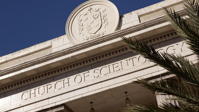 Marquise d'un bâtiment faisant partie du quartier général de l'Église de scientologie à Clearwater, en Floride.