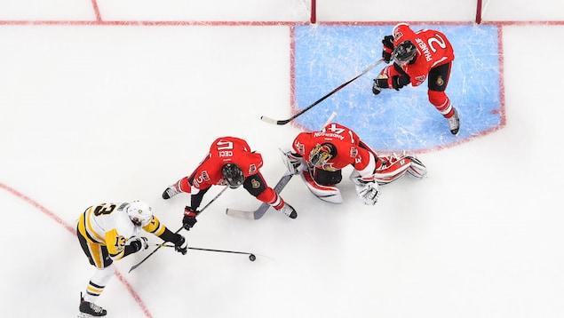 Les Sénateurs d'Ottawa l'ont emporté contre les Penguins de Pittsburgh dans la finale de l'Est le 17 mai à Ottawa.