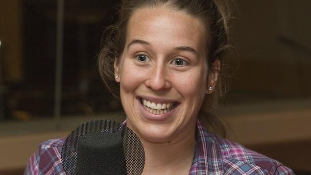 Marianne St-Gelais au micro de Catherine Perrin.