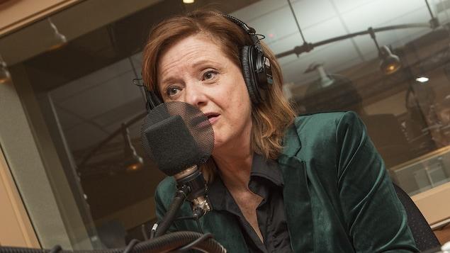 Suzanne Coupal au micro de Catherine Perrin