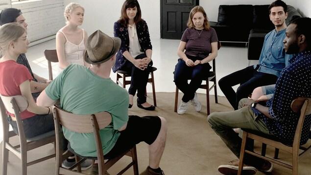 Des jeunes en thérapie de groupe