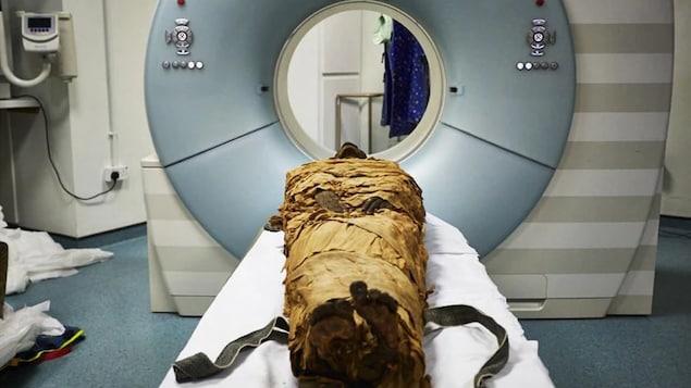 La momie de Nesyamon a été scannée pour reconstituer son larynx.